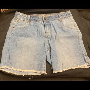Arizona Jean Co- Shorts, adjustable w/pockets
